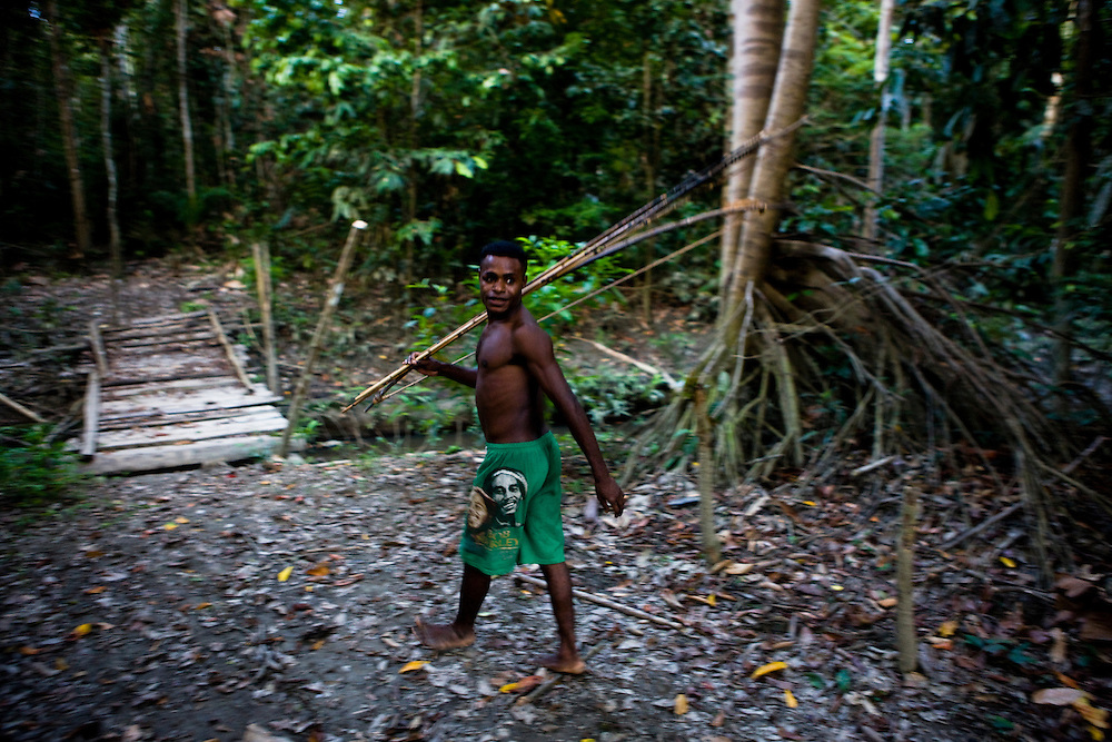 A resident of the village of Sisik, Indonesia, which is near the 22,000 hectare palm oil plantation of the Sinarmas Group which employs 11,000 workers goes out to the woods to hunt. The Sinarmas Group has plans for a 20,000 hectare expansion of the palm oil plantation on Sisik land, but it is opposed by local residents because the project will destroy the rainforest that feeds them, Sept. 3, 2008..Daniel Beltra/Greenpeace