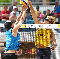 Sandvolleyball Beach Volley<br /> Baden Østerrike<br /> 25.05.2012<br /> Foto: Gepa/Digitalsport<br /> NORWAY ONLY<br /> <br /> CEV European Championship Tour Masters, Herren. Bild zeigt Robin Seidl (AUT) und Sven Solhaug (NOR).