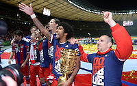 FUSSBALL  DFB POKAL FINALE  SAISON 2013/2014 Borussia Dortmund - FC Bayern Muenchen     17.05.2014 Dante und Franck Ribery (v.l., beide FC Bayern Muenchen) jubeln mit dem DFB-Pokal