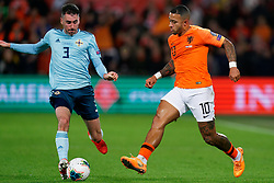 10-10-2019 NED: Netherlands - Northern Ireland, Rotterdam<br /> UEFA Qualifying round ­Group C match between Netherlands and Northern Ireland at De Kuip in Rotterdam / Memphis Depay #10 of the Netherlands, Michael Smith #3 of Northern Ireland