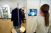Nederland, Zetten, 6-4-2006Studenten van het ROC opleiding verpleging, verpleegkundige, in het Museum verpleging en verzorging.Foto: Flip Franssen/Hollandse Hoogte