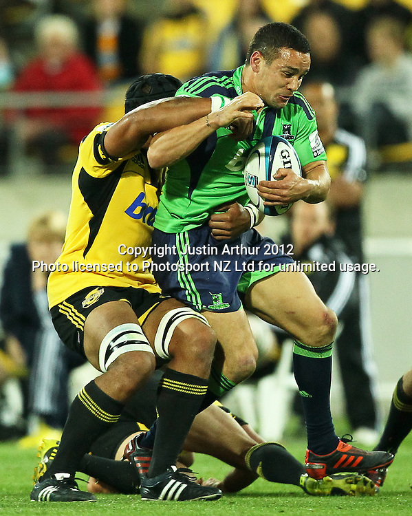 Highlanders' Tamati Ellison on the attack during the 2012 Super Rugby season, Hurricanes v Highlanders at Westpac Stadium, Wellington, New Zealand on Saturday 17 March 2012. Photo: Justin Arthur / Photosport.co.nz