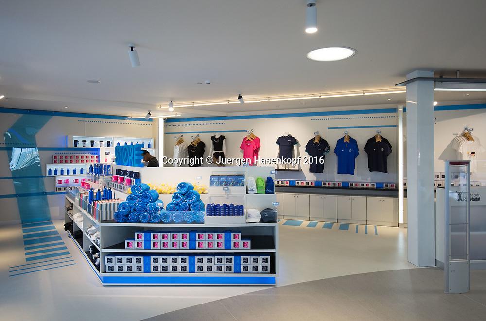 Rafa Nadal Academy in Manacor, Mallorca, Fundacion  Rafa Nadal shop,Souvenirs,Andenken,<br /> <br />  - Rafa Nadal Academy -  -  Rafa Nadal Academy - Manacor - Mallorca - Spanien  - 24 October 2016. <br /> &copy; Juergen Hasenkopf