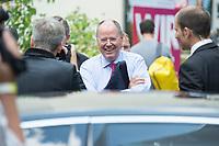30 JUL 2013, BERLIN/GERMANY:<br /> Peer Steinbrueck, SPD Kanzlerkandidat, auf dem Weg zu seinem Dienstagen, nach der Praesentation der SPD Wahlplakate zur Bundestagswahl 2013, Ballhaus Rixdorf Studios<br /> IMAGE: 20130730-01-023<br /> KEYWORDS: Peer Steinbrück, Wahlkampagne, Werbung, Präsentation, Grossflaechenplakate, Grossflächenplakate, Kampagne, freundlich