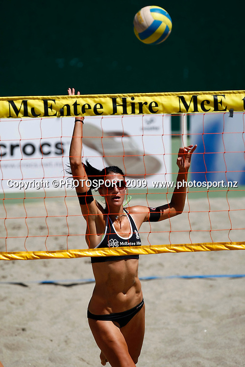 Anna Scarlett (NZL) in action. McEntee Hire NZ Beach Volleyball Tour, ASB Tennis Centre, Auckland, New Zealand. Saturday 24 January 2009. Photo: Simon Watts/PHOTOSPORT