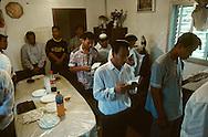 "Bne Menashe"" emigrants Jews from Mizoram (India) prayer for the first new born  Kyriat Arbat  Israel  baby; relifion jews, birth   /// Juifs 'Bne Menashe émigrés du Mizoram (Inde); priere pour le premier né  Kyriat Arbat  Israel   /// R00288/    L004328  /  P0007959"