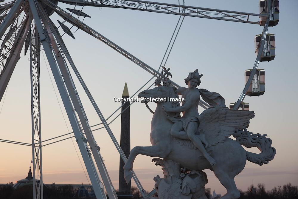 France, Paris, 1st district.  place de la Concorde at sunset / La place de la Concorde au coucher du soleil