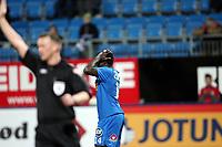Fotball , 18. oktober 2009 ,  Tippeligaen , Eliteserien ,  <br /> <br /> Sandefjord - Lillestrøm 2-2<br />  Malick Mane , Sandefjord , holder seg til hodet etter at dommeren har underkjent ett mål