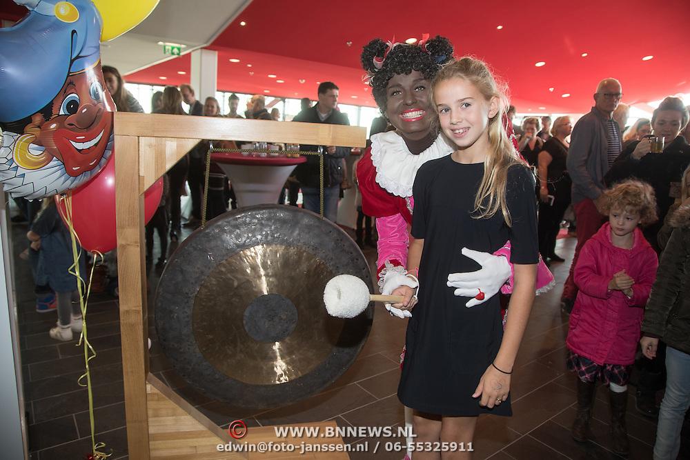 NLD/Utrecht/20161009 - Premiere De Club van Sinterklaas & Geblaf op de Pakjesboot , Vlinder Kamerling (dochter Isa Hoes) en Testpiet