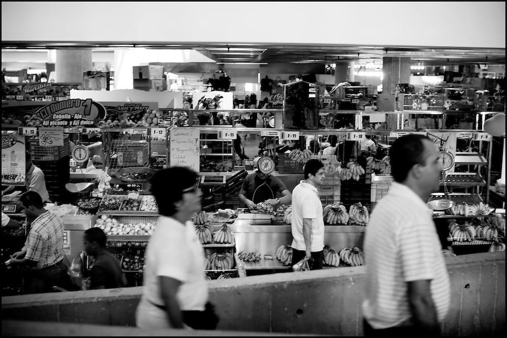 MARKEY DAY / DIA DE MERCADO.Photography by Aaron Sosa.Caracas - Venezuela 2010.(Copyright © Aaron Sosa)