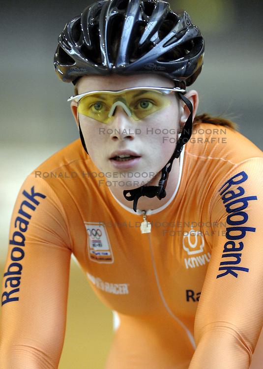 29-12-2006 WIELRENNEN: NK BAANRENNEN 2006: ALKMAAR<br /> Willy Kanis Nederlands Kampioen 3 x Nederlands Kampioen<br /> &copy;2006-WWW.FOTOHOOGENDOORN.NL