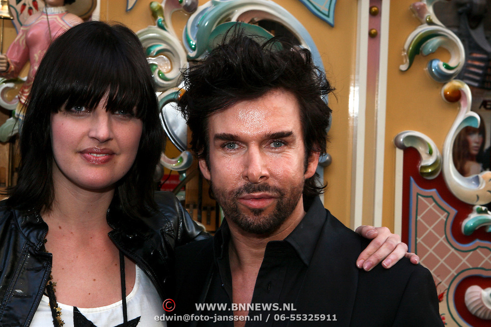 NLD/Amsterdam/20080407 - Modeshow Percy Irausquin 2008, Mari van der Ven en ......