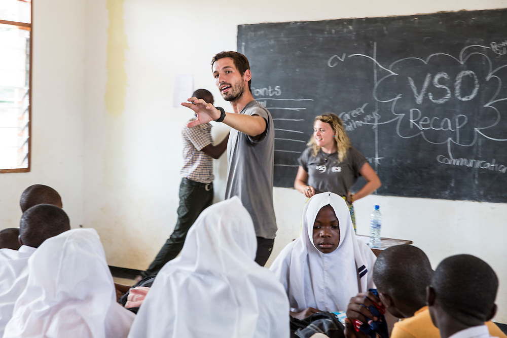 ICS volunteer Joe Radcliffe in discussion about writing a CV and applying for work with students at Mingoyo school as part of the VSO / ICS Elimu Fursa project (Opportunities in Education) Lindi, Lindi region. Tanzania.