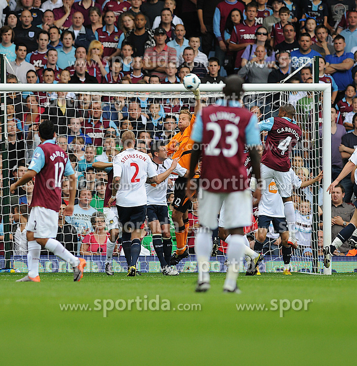 21.08.2010, Boleyn Ground, London, ENG, PL, West Ham United vs Bolton Wanderers, im Bild dm Bogdn goal keeper for Bolton just gets his hands onto the ball  in the first half of the football game...West Ham vs Bolton.English Championship. EXPA Pictures © 2010, PhotoCredit: EXPA/ IPS/ Daniel Cawthorne +++++ ATTENTION - OUT OF ENGLAND/UK +++++ / SPORTIDA PHOTO AGENCY