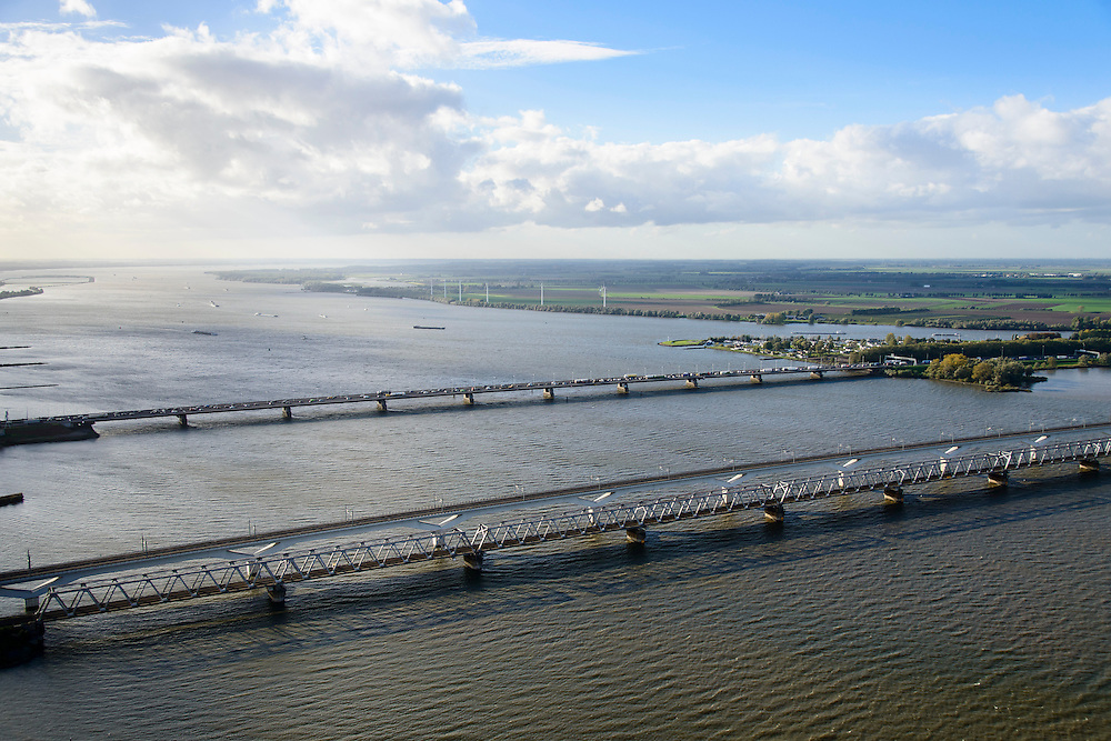 Nederland, Zuid-Holland, Gemeente Strijen, 23-10-2013; Moerdijkbruggen over het Hollandsch Diep. Van beneden naar boven: Spoorbrug Hollandsch Diep, HSL-brug, Verkeersbrug met autosnelweg A16.<br /> Moerdijk bridges over the Hollands Diep. From bottom to top: Railway bridge Hollands Diep, HSL bridge, road bridge A16 motorway.<br /> luchtfoto (toeslag op standard tarieven);<br /> aerial photo (additional fee required);<br /> copyright foto/photo Siebe Swart