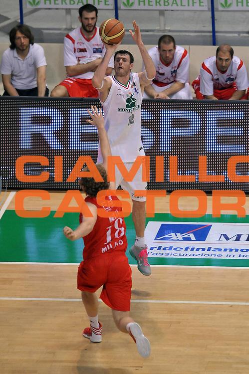 DESCRIZIONE : Siena Lega A 2011-12 Montepaschi Siena EA7 Emporio Armani Milano Finale scudetto gara 5<br /> GIOCATORE : Ksistof Lavrinovic<br /> CATEGORIA : Tiro<br /> SQUADRA : Montepaschi Siena<br /> EVENTO : Campionato Lega A 2011-2012 Finale scudetto gara 5<br /> GARA : Montepaschi Siena EA7 Emporio Armani Milano<br /> DATA : 17/06/2012<br /> SPORT : Pallacanestro <br /> AUTORE : Agenzia Ciamillo-Castoria/V.Tasco<br /> Galleria : Lega Basket A 2011-2012  <br /> Fotonotizia : Siena Lega A 2011-12 Montepaschi Siena EA7 Emporio Armani Milano Finale scudetto gara 5<br /> Predefinita :