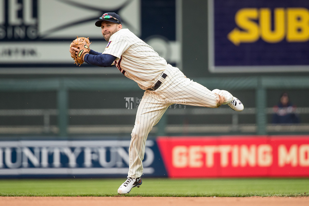 MINNEAPOLIS, MN- APRIL 5: Brian Dozier #2 of the Minnesota Twins throws against the Kansas City Royals on April 5, 2017 at Target Field in Minneapolis, Minnesota. The Twins defeated the Royals 9-1. (Photo by Brace Hemmelgarn) *** Local Caption *** Brian Dozier