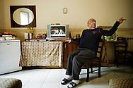 Napoli, Italia - 11 dicembre 2010. Giuseppe Nacarlo all'interno della sua stanza/casa nell'albergo Vergilius di Napoli. .Ph. Roberto Salomone Ag. Controluce.ITALY -Giuseppe Nacarlo inside his room/house in Vergilius hotel in Naples on December 11, 2010.