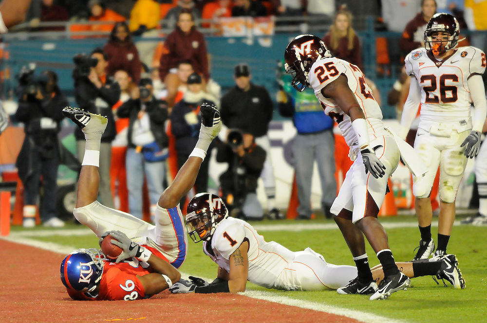 January 3, 2008 - Miami Gardens, FL<br /> <br /> Marcus Henry #86 of the Kansas Jayhawks scores a touchdown past the coverage of Victor Harris #1, D.J. Parker #25 and Cody Grimm #26 of the Virginia Tech Hokies during Kansas' 24-21 victory over Virginia Tech in the 2008 Orange Bowl Classic at Dolphin Stadium in Miami Gardens, Florida.<br /> <br /> JC Ridley/CSM