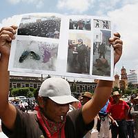 Toluca, Mex.- Integrantes del Frente de Pueblos en Defensa de la Tierra (FPDT) realizan una marcha en apoyo a las personas detenidas en los penales de Santiaguito y La Palma por los hechos violentos de San Salvador Atenco y Texcoco los pasados 3 y 4 de Mayo, exigiendo la libertad inmediata de los presos y solucion a las investigaciones de abuso de autoridad y supuestas violaciones a mujeres por granaderos de la policia. Agencia MVT / Mario Vazquez de la Torre. (DIGITAL)<br /> <br /> NO ARCHIVAR - NO ARCHIVE