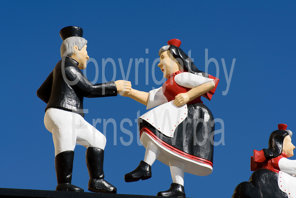 Holzfiguren in Schwälmer Tracht, Ziegenhain, Schwalmstadt, Schwälmer Land, Knüllgebirge, Nordhessen, Hessen, Deutschland