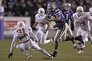 Kansas State tight end Rashaad Norwood (89)takes off down field after making a catch for a first down, against pressure from Texas defensive back Aaron Ross (31) in the fourth quarter at Bill Snyder Family Stadium in Manhattan, Kansas, November 11, 2006.  The Wildcats upset the 4th ranked Longhorns 45-42.<br />