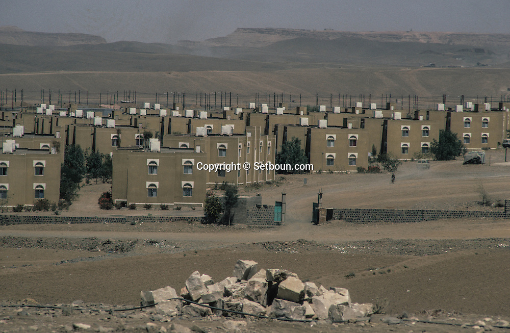 Yemen. Sanaa.Russian presence in the capital   Russian compound for russian advisers       /   présence russe dans les rue de la capitale    quartier russes