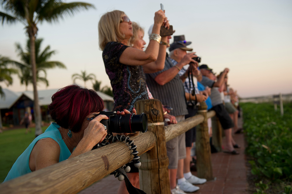 Photographing sunset at Cable Beach, Broome, Western Australia - photograph by David Dare Parker °SOUTH