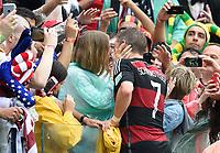 Fotball<br /> Tyskland v USA<br /> 26.06.2014<br /> VM 2014<br /> Foto: Witters/Digitalsport<br /> NORWAY ONLY<br /> <br /> Schlussjubel Bastian Schweinsteiger (Deutschland) und Freundin Sarah Brandner<br /> Fussball, FIFA WM 2014 in Brasilien, Vorrunde, USA - Deutschland 0:1