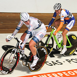 Nederlands Kampioenschap puntenkoers vrouwen in het Omnisportcentrum Apeldoorn Kirsten WIld en Roxane Kneteman