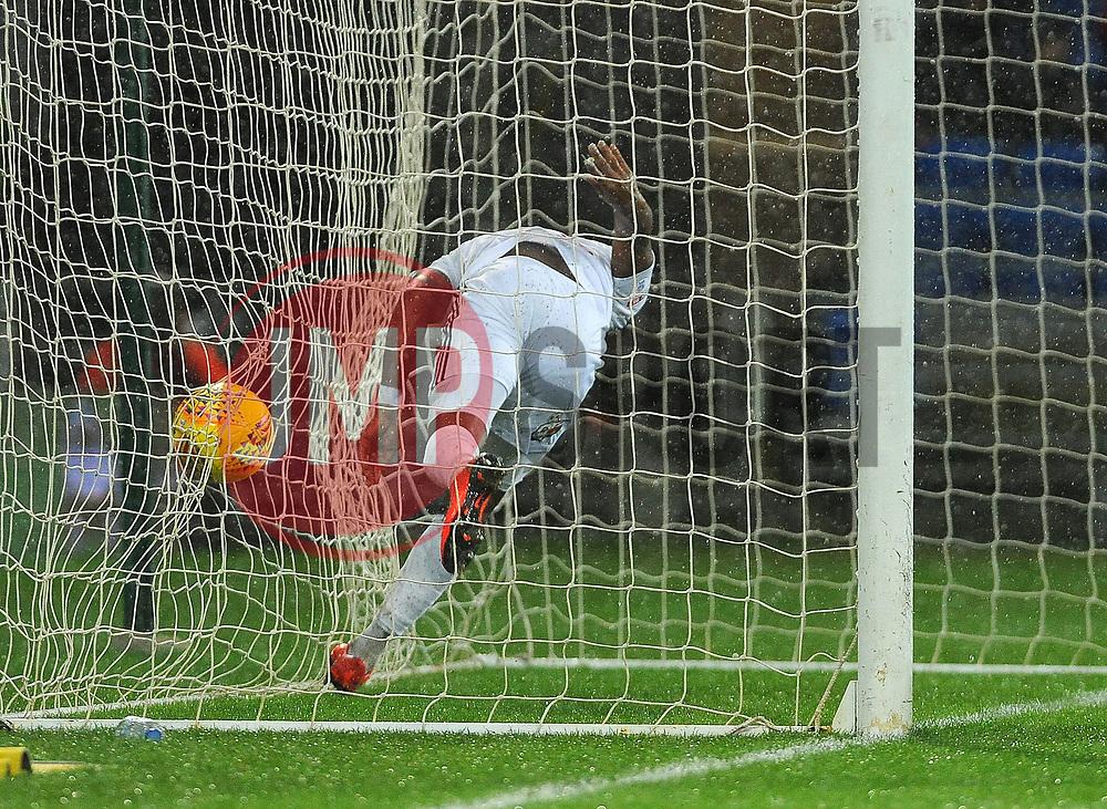 Floyd Ayite of Fulham scores goal making it 1-2 - Mandatory by-line: Nizaam Jones/JMP- 26/12/2017 -  FOOTBALL - Cardiff City Stadium - Cardiff, Wales -  Cardiff City v Fulham - Sky Bet Championship