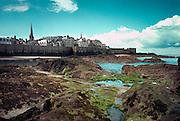 Frankrijk, St Malo, 10-10-2000Bretagne, vestingstad, gezicht op de stad bij ebFoto: Flip Franssen/Hollandse Hoogte