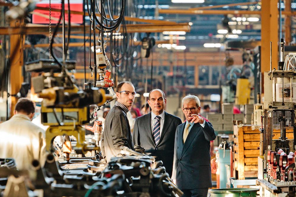 17 OCT 2011 - Campodarsego (PD) - Carraro Group - Mario ed Enrico Carraro alla linea di produzione 1