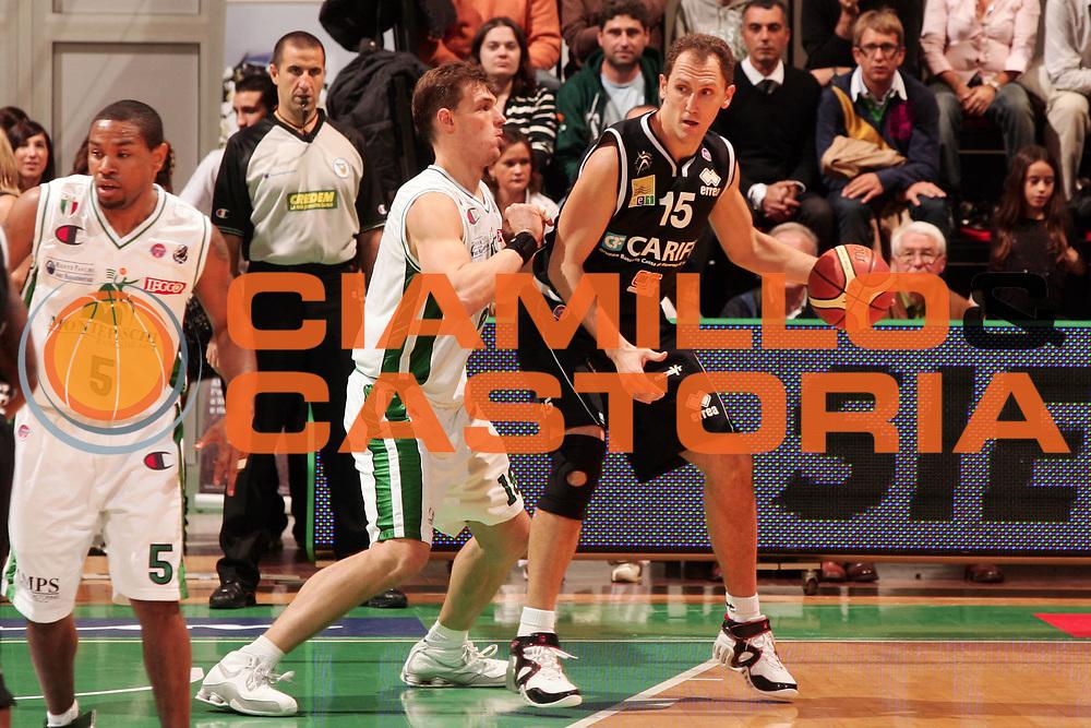 DESCRIZIONE : Siena Lega A1 2008-09 Montepaschi Siena Carife Ferrara<br /> GIOCATORE : Massimiliano Rizzo<br /> SQUADRA : Carife Ferrara<br /> EVENTO : Campionato Lega A1 2008-2009 <br /> GARA : Montepaschi Siena Carife Ferrara<br /> DATA : 02/11/2008<br /> CATEGORIA : palleggio<br /> SPORT : Pallacanestro <br /> AUTORE : Agenzia Ciamillo-Castoria/P.Lazzeroni