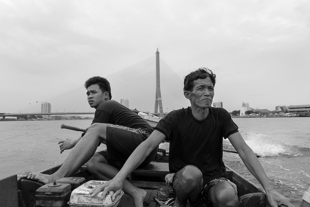 2015-12-23. Saam and his team mate on their boat on the Chaophraya River in Bangkok.