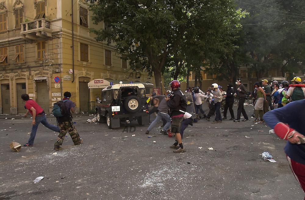 Piazza Alimonda. Assalt to the carabinieri's Jeep.