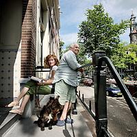 Nederland, Amsterdam , 14 juli 2010..Claudia Liedtke en Claus Müller uit Mallorca hebben voor de vakantie hun woning geruild met een grachtenpand op de Bloemgracht.Foto:Jean-Pierre Jans