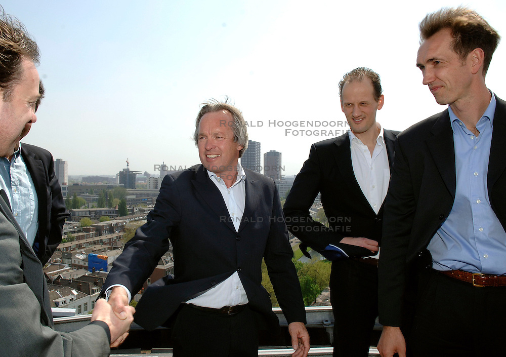 08-05-2006 VOLLEYBAL: PERS PRESENTATIE VOLLEYBALCOACH HEREN: ROTTERDAM<br /> Nevobo presenteerde vandaag in het Parkhotel de nieuwe technische staf van het Nationaal Mannen Volleybalteam / Peter Blange, Erik Gras en Ron Zwerver worden gefeliciteerd door Joop Alberda<br /> &copy;2006-WWW.FOTOHOOGENDOORN.NL