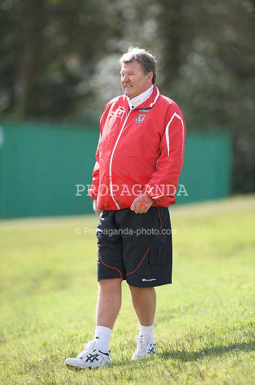 CARDIFF, WALES - Friday, March 27, 2009: Wales' manager John Toshack MBE during training at the Vale of Glamorgan Hotel ahead of the 2010 FIFA World Cup Qualifying Group 4 match against Finland. (Pic by David Rawcliffe/Propaganda)