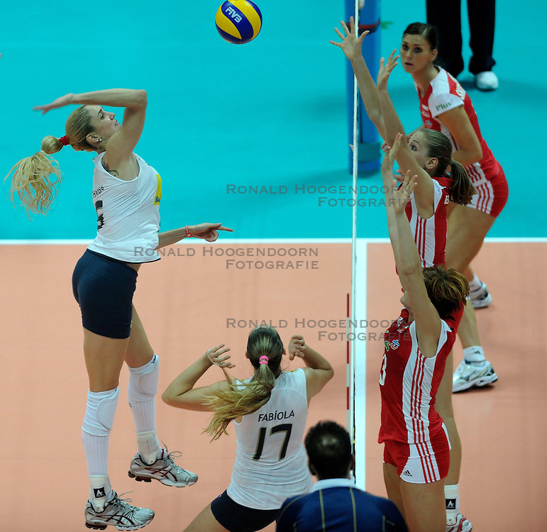 26-08-2010 VOLLEYBAL: WGP FINAL POLAND - BRAZIL: BEILUN NINGBO<br /> Brazil beat Poland 3-1 / Thaisa Menezes (Brazil) three meter attack <br /> &copy;2010-WWW.FOTOHOOGENDOORN.NL