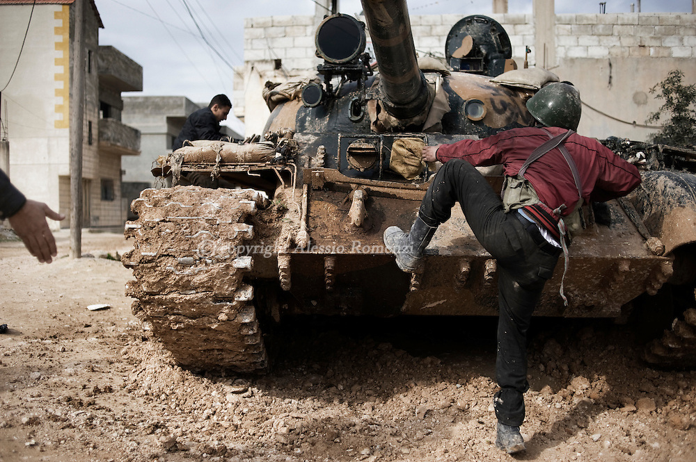 SYRIA - Al Qsair. Free syrian army member preparing to go to fight with a tank whose crew defected from government forces in Al Qsair, on February 23, 2012. ALESSIO ROMENZI