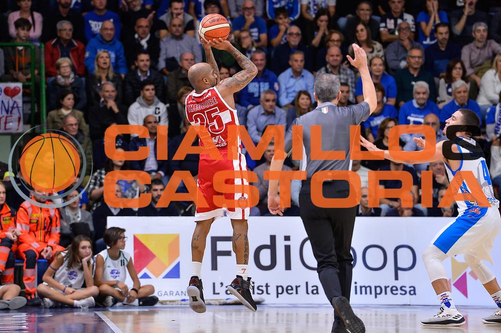 Jordan Theodore<br /> Banco di Sardegna Dinamo Sassari - Olimpia EA7 Emportio Armani Milano<br /> LegaBasket LBA Poste Mobile 2017/2018<br /> Sassari, 29/10/2017<br /> Foto L.Canu / Ciamillo-Castoria