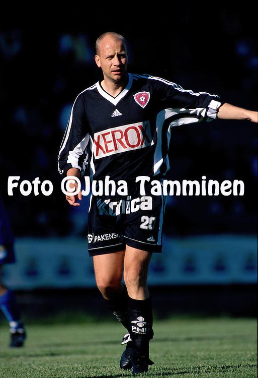 17.07.1998, ?ij?nsuo, Rauma, Finland. .I divisioona, etel?lohko / 1st Division South, Pallo-Iirot - FC Lahti. .Petri Tiainen - FC Lahti.©JUHA TAMMINEN