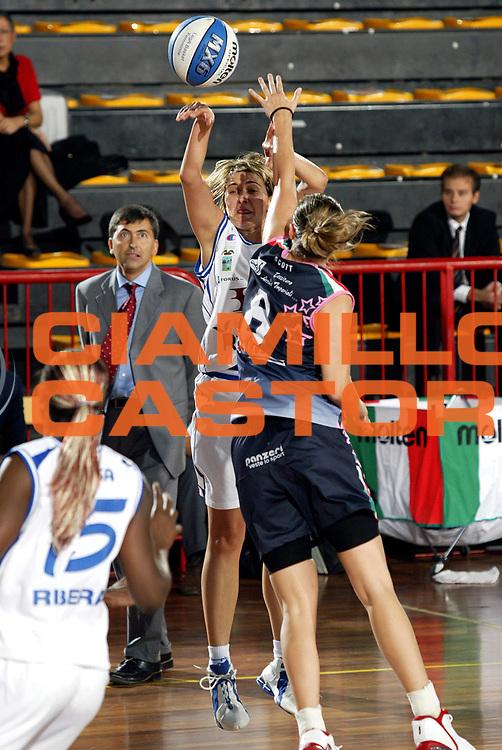 DESCRIZIONE : LA SPEZIA CAMPIONATO ITALIANO DI BASKET FEMMINILE A1 2004-2005<br />GIOCATORE : ANDJELIC<br />SQUADRA : BANCO DI SICILIA RIBERA<br />EVENTO : CAMPIONATO ITALIANO DI BASKET FEMMINILE A1 2OO4-2005<br />GARA : BANCO DI SICILIA RIBERA-POOL COMENSE<br />DATA : 17/10/2004<br />CATEGORIA : Tiro<br />SPORT : Pallacanestro<br />AUTORE : Agenzia Ciamillo-Castoria/E.Pozzo