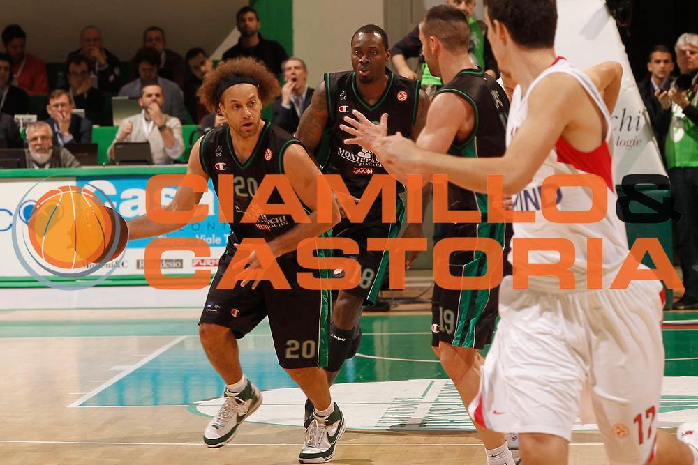 DESCRIZIONE : Siena Eurolega 2010-11 Playoffs Gara 3 Montepaschi Siena Olympiacos<br /> GIOCATORE : Shaun Stonerook<br /> SQUADRA : Montepaschi Siena<br /> EVENTO : Eurolega 2010-2011<br /> GARA : Montepaschi Siena Olympiacos<br /> DATA : 29/03/2011<br /> CATEGORIA : palleggio<br /> SPORT : Pallacanestro <br /> AUTORE : Agenzia Ciamillo-Castoria/P.Lazzeroni<br /> Galleria : Eurolega 2010-2011<br /> Fotonotizia : Siena Eurolega 2010-11 Playoffs Gara 3 Montepaschi Siena Olympiacos<br /> Predefinita :