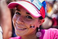 """Una mujer simpatizante del candidato opositor, Henrique Capriles Radonski muestra su maquillaje con el lema: """"Hay un camino"""" alusivo al candidato opositor durante la llamada marcha Heroica realizada en Caracas, Venezuela. 7 Abril 2013. (Foto/ivan gonzalez)"""