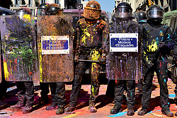 September 29, 2018 - Barcelona, Catalonia, Spain - Catalan policemen seen with paint and coloured powder on guard during the protest..Clashes between pro-independence protesters and Catalan riot police during the protest of the JUSAPOL Police Syndicate that was in Barcelona demonstrating for wage equality and tribute to the National Police that prevented the referendum of 1 October. (Credit Image: © Ramon Costa/SOPA Images via ZUMA Wire)