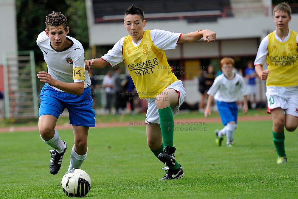27-08-2011 VOETBAL: WK JUNIORCUP: GENEVE<br /> Nederland komt de eerste dag goed door. Alle vier de wedstrijden worden gewonnen met een doelsaldo van 12-0. Morgen de halve finales <br /> &copy;2011-FotoHoogendoorn.nl