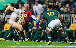 Elton Jantjies of South Africa looks to tackle Mike Brown of England - Mandatory by-line: Steve Haag/JMP - 23/06/2018 - RUGBY - DHL Newlands Stadium - Cape Town, South Africa - South Africa v England 3rd Test Match, South Africa Tour