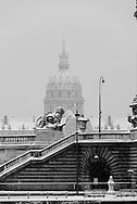 France. Paris.  Alexandre III 3 bridge, the Invalides in the distance / Pont Alexandre III , Paris sous la neige en hiver